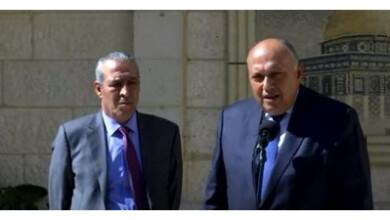 وزير الخارجية مع عضو مركزية فتح
